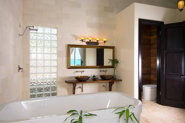open plan bathroom Villa Balinese Providenciales
