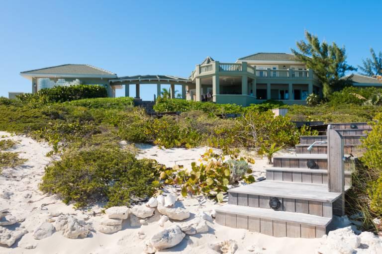Casa Varnishkes beach boardwalk