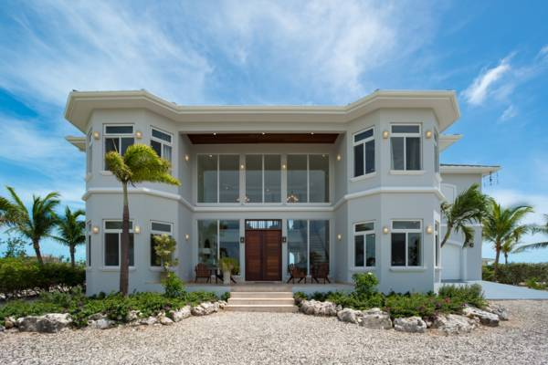 Villa di Ligera is a 6 bedroom beachfront villa for rent in Providenciales, Turks and Caicos