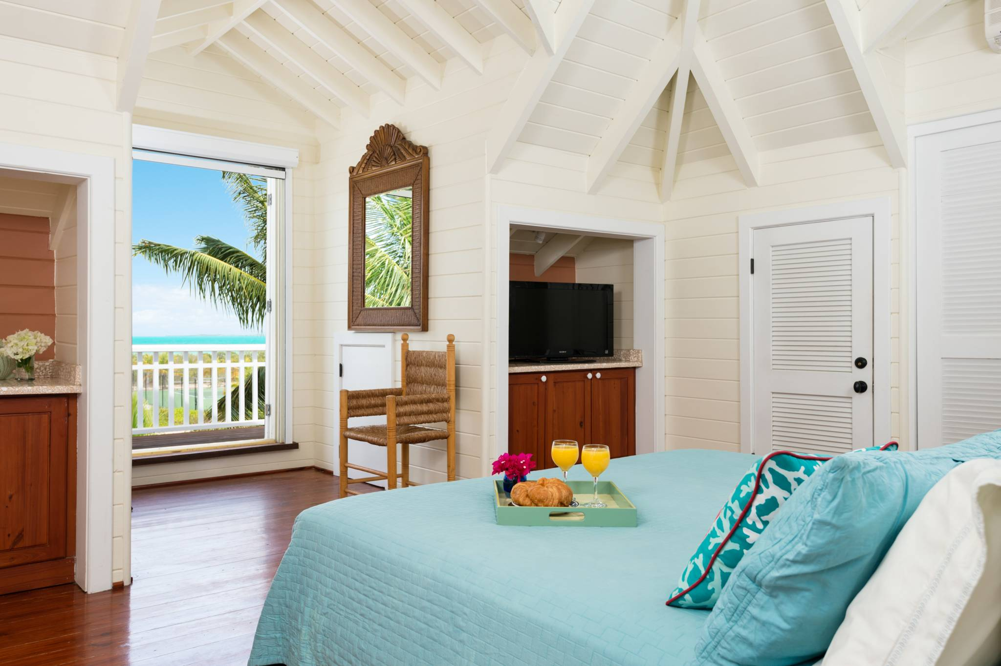 Etoile de Mer is a beautiful 4-bedroom villa for rent on Sunset Bay, Turks and Caicos