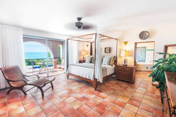 La Koubba Villa on Sapodilla Beach -  oceanfront king master bedroom